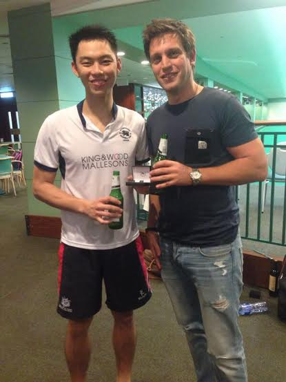 Handicap_Plate_Winner_-_Eric_Ho_with_Jon_Pipe_tournaments_convenor.jpg
