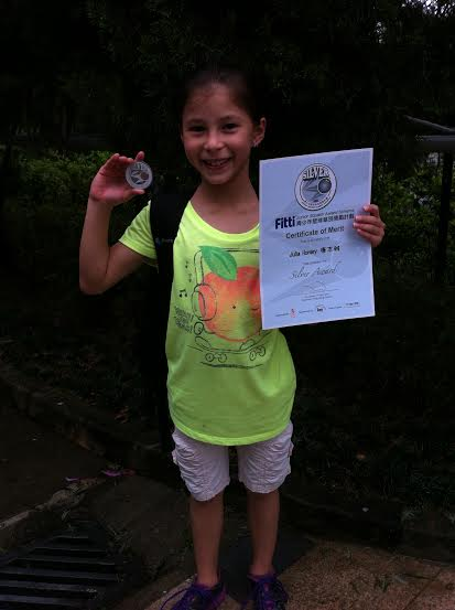 2_-_Young_Julia_with_her_HK_Squash_Silver_Award.jpg